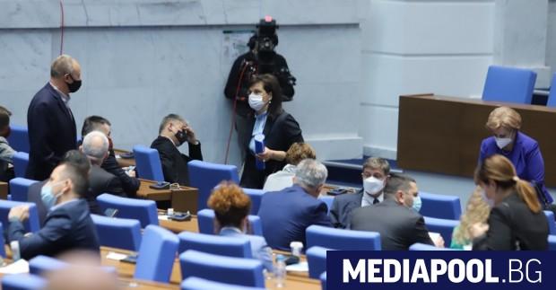 За трети пореден ден мнозинството в парламента отказа да извика