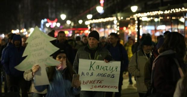 Граждани протестираха в понеделник вечерта в центъра на София срещу