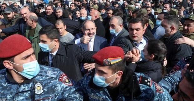 Арменските въоръжени сили призоваха за оставката на премиера Никол Пашинян