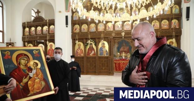 Премиерът Бойко Борисов бе посрещнат във Варна с викове