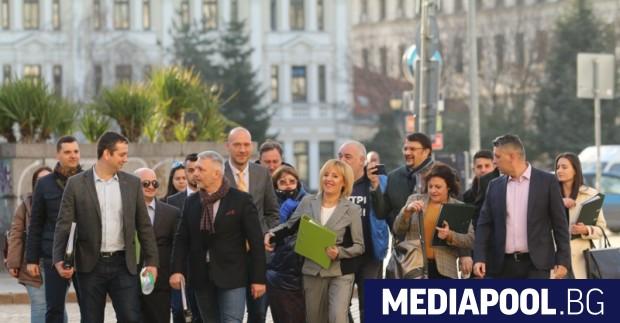 Мая Манолова, Николай Хаджигенов и Арман Бабикян са водачите листите