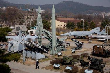 Северна Корея е изстреляла две балистични ракети към Японско море