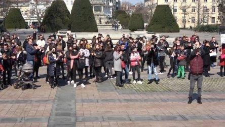 Стотици протестираха в Русе срещу затварянето на танцовите школи
