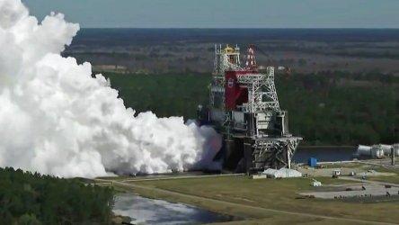 НАСА изпита успешно двигателите на новата си ракета