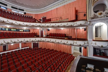 Covid или визита на президента? Защо затвориха театъра във Варна и набързо пак отвориха