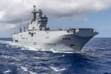 Френският военноморски флот задържа 6 тона кокаин за близо милиард евро