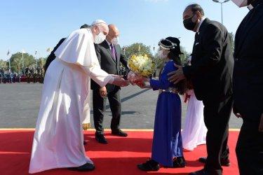Папа Франциск пристигна в Ирак на историческо посещение