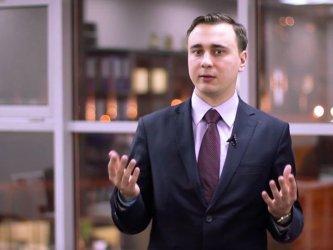 Руската полиция задържа бащата на сътрудник на Навални