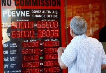 Турската лира падна със 17% спрямо долара