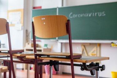 Хайде обратно: 10 области спират 5-12 клас от училище, ограничават заведения, молове и фитнеси