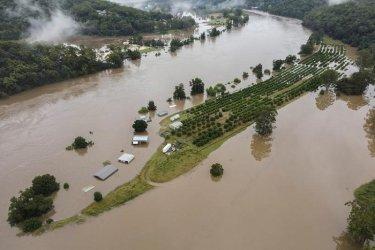 Хиляди евакуирани в Австралия заради най-тежките наводнения от над половин век
