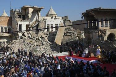 Папа Франциск посети разрушени от войните иракски градове