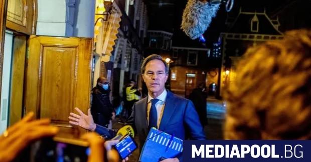 Избирателните секции в Нидерландия бяха отворени днес, слагайки началото на