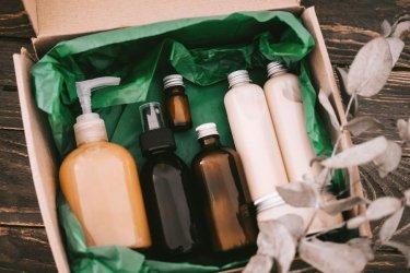 Как да изхвърляме разделно козметичните опаковки