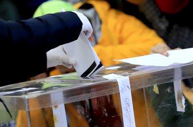 Гласуването на лидерите: С излъчване във фейсбук, на хартия, а някои и без медии