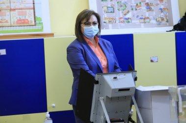 Корнелия Нинова гласува машинно