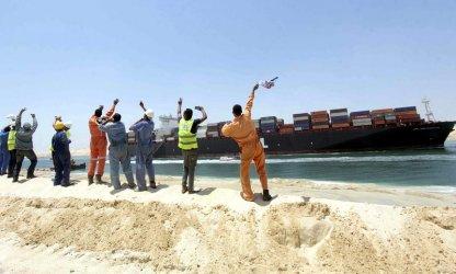 Всички блокирани в Суецкия канал кораби са преминали благополучно