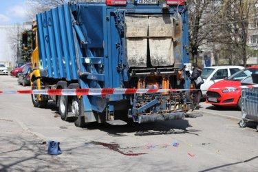 Жена почина, блъсната от боклукчийски камион в София