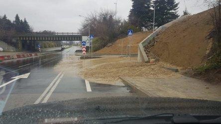 """Земна маса падна от новия подход към магистрала """"Хемус"""" във Варна"""