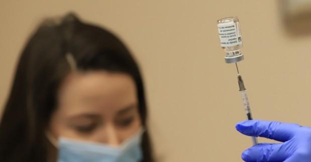 Пореден спад в броя на новозаразените с коронавирус регистрира статистиката.