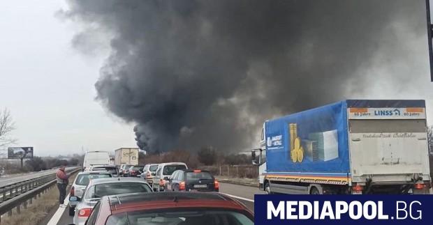 Катастрофа затвори движението по магистрала