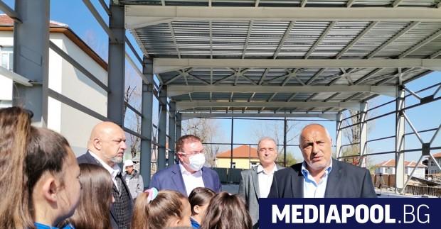 Премиерът Бойко Борисов ревизира в неделя прогнозите на правителството за
