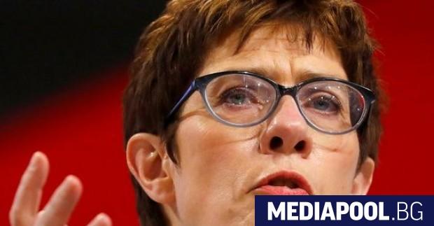 Германският министър на отбраната Анегрет Крамп-Каренбауер постави под съмнение дали