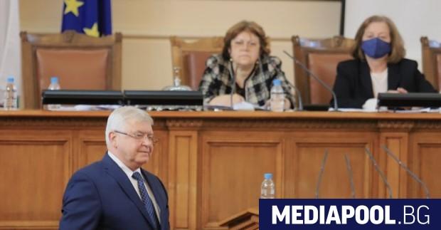 Депутатите от ГЕРБ осуетиха с крясъци изслушването на финансовия министър