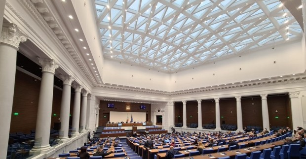 В парламента няма да влязат шестима от избраните депутати от