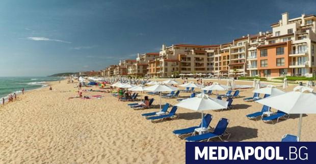 Безплатни чадъри и шезлонги очакват туристите по българското Черноморие и
