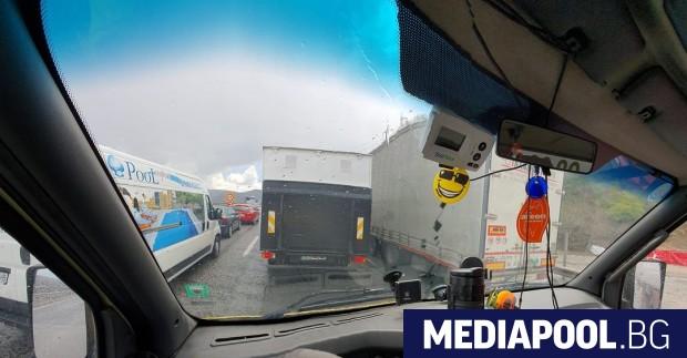 Поредните километрични колони от автомобили се образуваха по магистрала