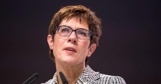 Министърът на отбраната на Германия Анегрет Крамп-Каренбауер призова Москва да
