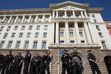 Порицаният словенски институт: Шпионският скандал е фарс, а корупцията - норма