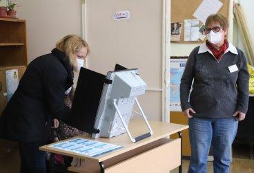 Странен подбор на фирми и завишени цени: Как бяха похарчени 2 млн. лв за мерките на изборите