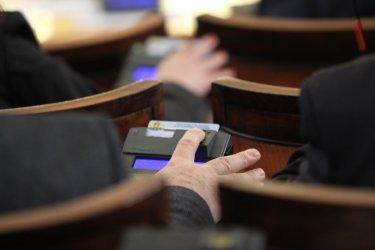 Парламентът наложи мораториум върху решения на кабинета в оставка