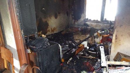 Пожар от късо съединение в телевизор унищожи жилище и прати жена в болница