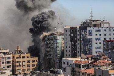"""Израел унищожи сграда с офиси на АП и """"Ал Джазира"""" в Газа"""