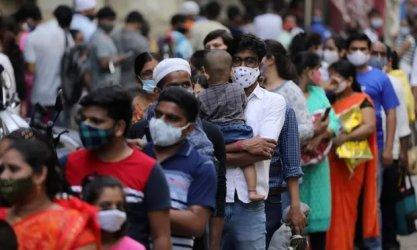 В залятата от коронавирусната вълна Индия започна да пристига медицинска помощ