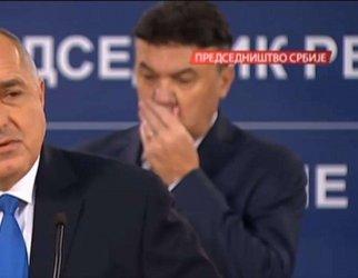 Оппа! Боби Михайлов финтира Бербатов с оттегляне на оставка