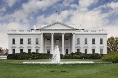 САЩ разследват вероятно нападение с микровълни близо до Белия дом
