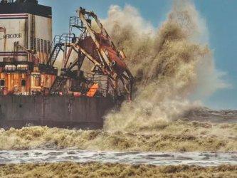 127 души са в неизвестност заради циклон край западните брегове на Индия