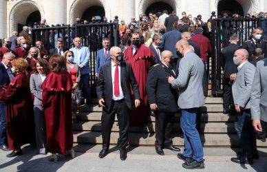 """Гешев излезе на """"бдение"""", за да брани независимостта на съдебната власт"""