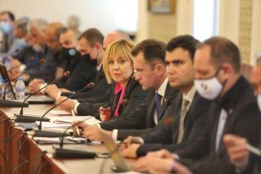 Манолова: Депутатите от ГЕРБ показаха колко ги е страх от истината