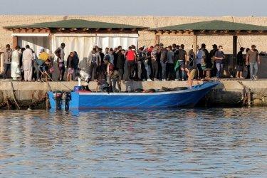 Над 1400 мигранти пристигнаха на остров Лампедуза през уикенда