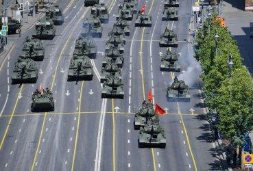 Путин показа военна мощ в Деня на победата и обяви, че твърдо ще брани интересите на Русия