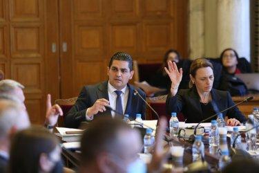 """""""Изборен закон за една нощ"""": Правната комисия прие само предложенията на ИТН"""