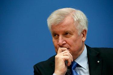 Германският вътрешен министър предупреди за увеличаване на миграцията през Балканите
