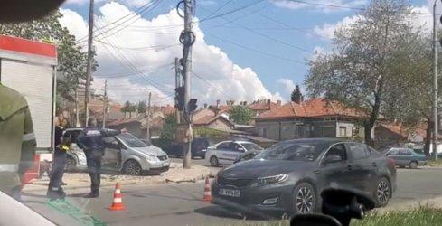 Три годишно дете се бори за живота си след като шофьор не спря на червен светофар