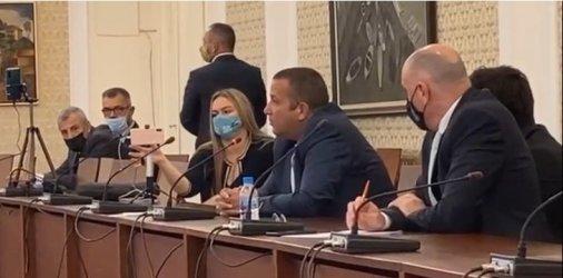 """Агробизнесмен говори за схеми, кюлчета и Мата Хари пред комисията """"Манолова"""""""
