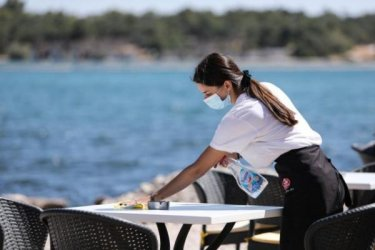 Повечето от работещите в туризма ще са ваксинирани до края на май